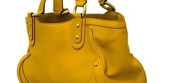 できる女のバッグの中身を拝見!驚きの3つのポーチ