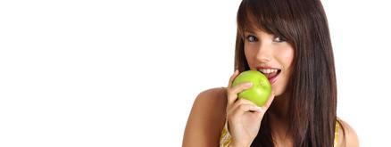 女性の敵!便秘を解消してくれるりんごの効果