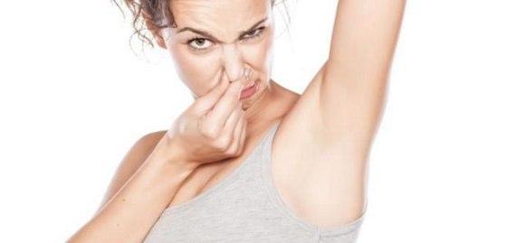 脇が臭い女性の脇汗対策!シャツの黄ばみも解消する方法