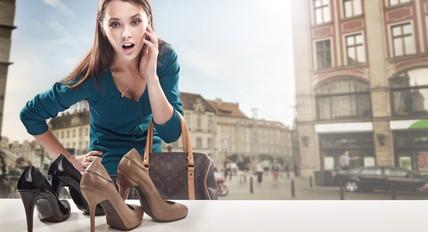 オフィスで最適なヒールの高さは?できる女の美脚魅せつけコーデ