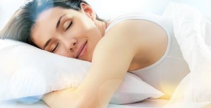 寝るときは美容グッズを身に着けて!一眠りで美人になる方法