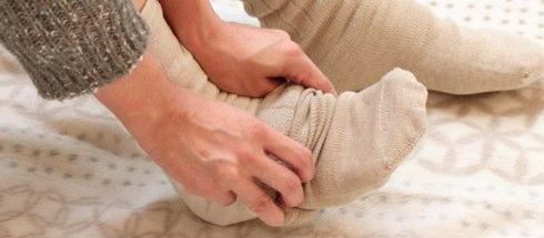 重ねて履く靴下はダサい?いいえ、シルクと綿がコラボした美容グッズです
