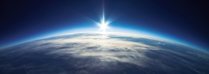 気球で宇宙旅行するセレブと風船カメラで宇宙撮影する発明家