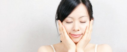 まずは、幹細胞化粧水を使って肌に潤いを!