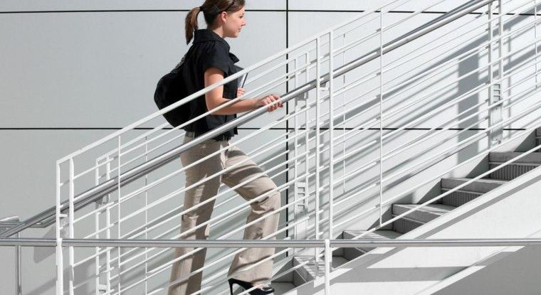 オフィスへの通勤は階段を使うことを心がけて!