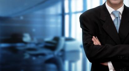 上司が女性部下と怪しい仲になっている!職場で不倫する男の特徴7つ