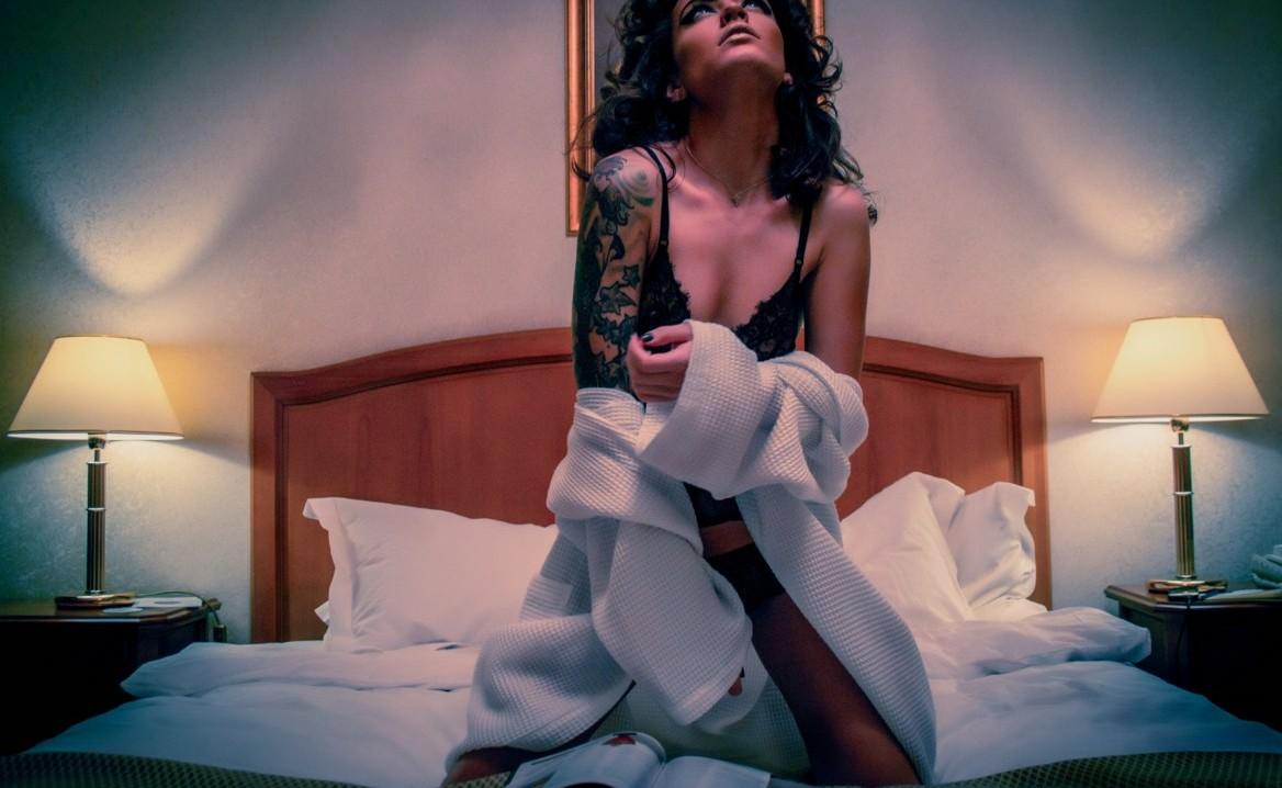 普通のあの女性がモテる理由!寝る前にやっている5つの秘密