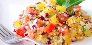 キヌアと野菜のカラフル彩りサラダ