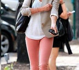 休日ファッションにはピンクも◎