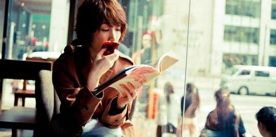 オシャレな空間で読書