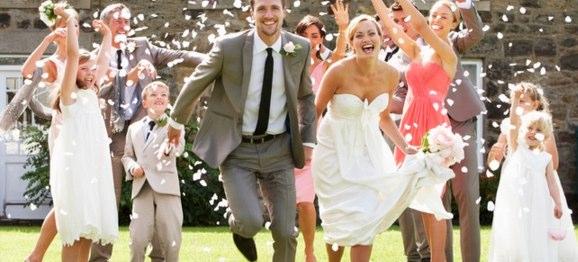 結婚式に参列する