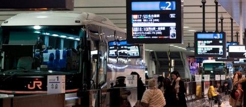 夜行バスの移動が快適になる過ごし方!女性の一人旅に欠かせないモノ