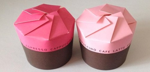 小さなお菓子をいくつか詰めるなら紙コップが便利
