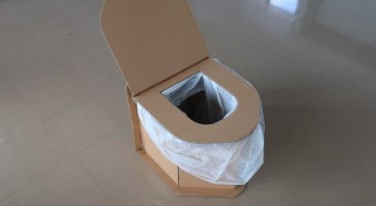 ダンボールで簡易トイレ