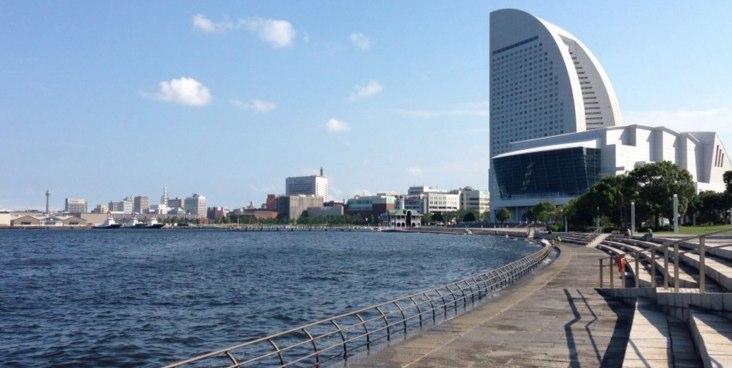 パシフィコ横浜の海側の臨港パーク