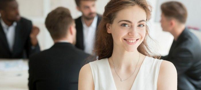 えこひいきされる美人の特徴!なぜ上司は可愛い女性を優遇するのか?