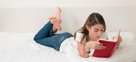 大人になってからも絵本を読むべき理由は?